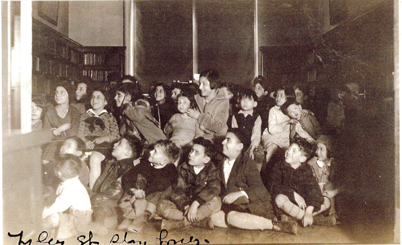 Children's story hour at the Tyler Street Branch Library, c1930 / 泰勒街圖書館分館的兒童故事時 間,1930年